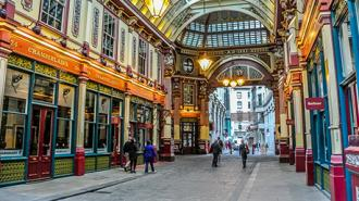 Alleyways and Courtyards of London Tour
