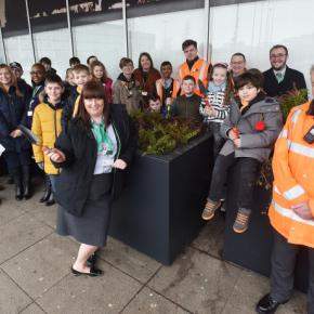 Local children have come together with community volunteers and railway staff, to fill new planters outside Milton Keynes station. Great Linford Scouts were joined by Milton Keynes Model Railway Society and London Northwestern Railway staff on Saturday (2